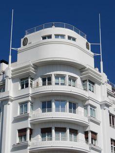 """Edificio de viviendas """"La Equitativa"""", Plaza de Euskadi nº 1, Fernando Arzadún 1933. Donostia - San Sebastián. sansebastianartdeco.blogspot.com"""
