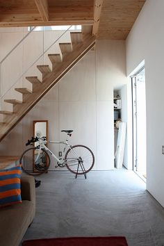 Stairs, House Design, Places, Interior, Table, Home Decor, Lugares, Indoor, Stairway