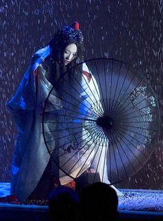 "Zhang Ziyi in the movie ""Memoirs of A Geisha"" Gong Li, Zhang Ziyi, Japanese Culture, Japanese Art, Japanese Kimono, Traditional Japanese, Geisha Japan, Kyoto Japan, Okinawa Japan"