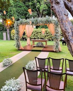 See these wedding decoration ideas, church to the party, for inspiration. Tips essential to plan a perfect wedding! Wedding Stage, Wedding Ceremony, Wedding Venues, Perfect Wedding, Dream Wedding, Outdoor Wedding Decorations, Event Decor, Garden Wedding, Wedding Designs