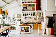 Koti Englannissa - A Home in England  The Guardian        Tuotesuunnittelun opiskelija muutti vanhan pohjois-Lontoossa sijaitsevan varaston...