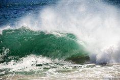 Breaking wave in Malibu Ca[OC][2048x1367]