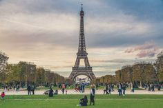 A list of bilingual French quotes includes pithy sayings from great thinkers ranging from philosopher René Descartes to writer Alexandre Dumas. Famous French Quotes, Famous Quotes, Learning French For Kids, French Verbs, Tongue Twisters, Great Thinkers, Past Tense, English Translation, Romantic Movies