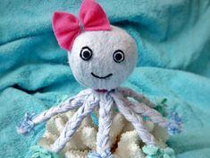 Heute zeige ich euch wie ihr einen Octopus aus Allzwecktüchern basteln könnt. Perfekt als Deko für das Badezimmer oder als Schmusetuch für Baby's. Geschenkidee zum selbermachen.