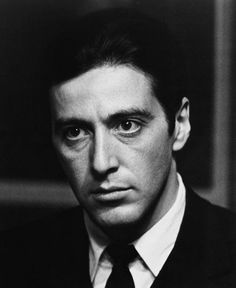 Al Pacino jako Michael Corleone Al Pacino, Vin Diesel, Robert Downey Jr, The Godfather Wallpaper, Silvester Stallone, Black And White People, Sir Anthony, Don Draper, Photo Portrait