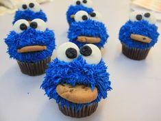 Sesame Street Cupcakes - you gotta LOVE the Cookie Monster Sesame Street Party, Sesame Street Birthday, Cookie Monster Cupcakes, Cupcake Cookies, Animal Cupcakes, Monster Cakes, Elmo Party, Monster Party, Monster Room