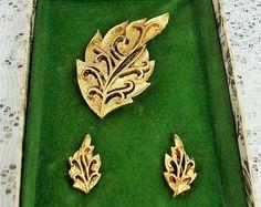 Mid century golden autumn leaves demi parure, brooch & clip on earrings, original presentation box