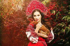 Russian dress, kokoshnik for head and red chicken Red Chicken, Modern Photography, Russian Models, Fairy Tales, Folk, Fantasy, Dresses, Vestidos, Popular