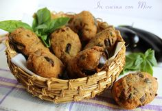Eggplant meatballs ancient Calabrese recipe without meat Beignets, Meals Without Meat, Running Food, Work Meals, Happy Foods, Antipasto, I Love Food, Healthy Cooking, Finger Foods