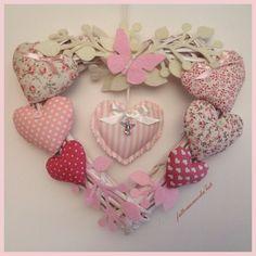 Corona/fiocco nascita 8 cuori con farfalla rosa, by fattoamanodaTati, su misshobby.com