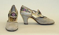 Pumps Designer: André Perugia (French Date: 1925 Culture: French Medium: leather Dimensions: Height (of heel): 2 in. Vintage Gowns, Mode Vintage, Vintage Shoes, Vintage Accessories, Vintage Outfits, Fashion Accessories, Vintage Fashion, Vintage Clothing, Pump Shoes