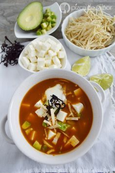 ideas for soup chicken enchilada Healthy Soup Recipes, Mexican Food Recipes, New Recipes, Vegetarian Recipes, Cooking Recipes, Sopa Azteca Recipe, Slow Cooker Beans, Mexico Food, Good Food