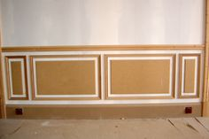 Bout d'Or, ravalement de façade seine maritime (76) Shiplap Paneling, Wainscoting, Panelling, Panel Moulding, Diy Molding, Wood Panel Walls, Wall Wood, Home Salon, Style Deco