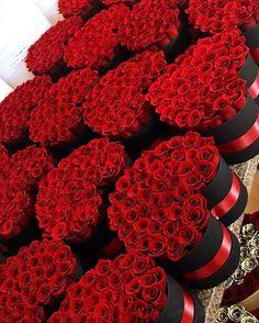 Amazing Flowers, Beautiful Roses, Beautiful Flowers, Red Flowers, Flower Box Gift, Flower Boxes, Million Roses, Box Roses, Rosa Rose