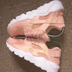 ROSE GOLD PEARL Nike huaraches. #jklcustoms #rosegold #rosegoldhuarache #pearl #pearlescent #pearlrosegold #huaraches #art #design #customized #sneakers