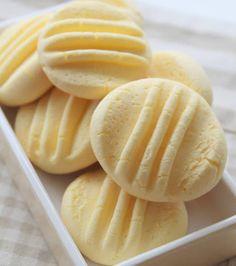 Aprenda fazer a Receita de <3 Biscoitinho de leite condensado!. É uma Delícia! Confira os Ingredientes e siga o passo-a-passo do Modo de Preparo!