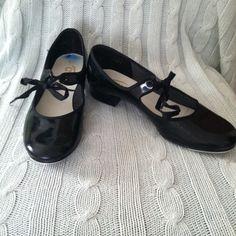 AWARD Size 6.5M Black Patent Children's/Women's Tap Shoes w/Laces