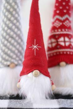 How to Make Christmas Gnomes Christmas Gnome, Christmas Projects, Christmas Ideas, Christmas Yarn, Christmas Decorations, Christmas Sewing, Christmas Ornaments, Renegade Seamstress, Glue Gun Crafts
