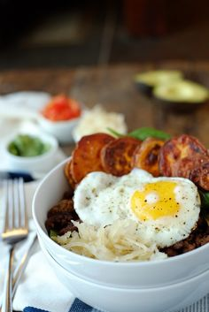 22. Breakfast Taco Bowl #paleo #breakfast #bowls http://greatist.com/eat/paleo-breakfast-recipes-to-eat-by-the-bowlful