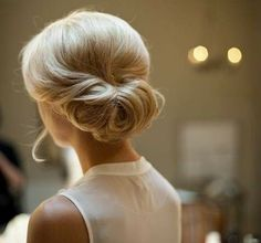 This fabulous french twist updo is an excellent option for a summer wedding hairstyle. This updo is also perfect for a fancy dinner or even as a more formal work look. Classic Hairstyles, Elegant Hairstyles, Formal Hairstyles, Bun Hairstyles, Wedding Hairstyles, Winter Hairstyles, Vintage Hairstyles For Long Hair, Famous Hairstyles, Bridesmaid Hairstyles