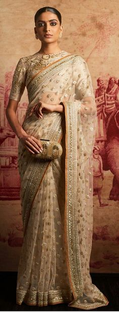 89 best Sabyasachi Sarees photos by Indian Look, Dress Indian Style, Indian Dresses, Indian Outfits, Sabyasachi Sarees, Indian Sarees, Anarkali, Modern Saree, Stylish Sarees