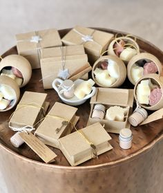How sweet is this assortment of budget friendly items I have prepared for the market. Little book boxes tied with a key, mini mud masks, unicorn soaps and stirring dishes. Mud Masks, Knitting Needle Storage, Book Boxes, Soap Packing, Savon Soap, Diy Soaps, Christmas Gift Baskets, Cute Photography, Sales