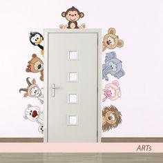 Nálepky sú najžiadanejším spôsobom dekorovania stien. Maľovanie pomocou predlohy je naozaj jednoduché a zvládne to určite každý. Plastová šablóna je určená na opakované použitie.
