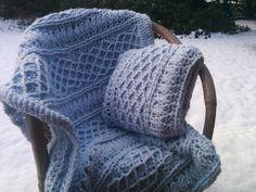 Toen ik de Mrs. Hughes Afghan gehaakt had, wilde ik er graag een kussen bij, met hetzelfde patroon. Het patroon van de deken had ik...
