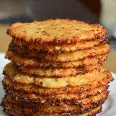 Cauliflower Crust Pizza, Cauliflower Recipes, Cauliflower Chips, Parmesan Chips, Clean Eating Snacks, Healthy Snacks, Healthy Crisps, Low Carb Recipes, Salads