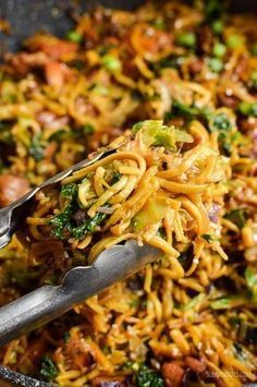 Slimming Slimming Eats Asian Chicken with Noodles - gluten free, dairy free, Slimming World and Weight Watchers friendly Weight Watchers Chicken, Weight Watchers Meals, Indian Food Recipes, Asian Recipes, Ethnic Recipes, Chinese Recipes, Healthy Eating Recipes, Cooking Recipes, Healthy Food