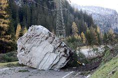 Zugstrecke im Wallis wegen 3000-Tonnen-Fels blockiert