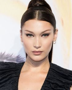 Savoir Flair rounds up the best celebrity beauty looks from the past week, including those spotted on Bella Hadid, Margot Robbie, and Beyoncé. Bella Hadid Nose, Bella Hadid Makeup, Bella Hadid Hair, Bella Gigi Hadid, Bella Hadid Style, Makeup Inspo, Makeup Inspiration, Beauty Makeup, Hair Makeup