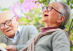 Image: Elderly couple laughing (© Zhang Bo/Getty Images)