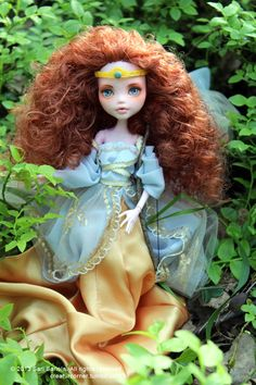 This doll is actually made by me. Seeing this pic makes me want to return to customizing. Just haven't had the time for it in ages :)