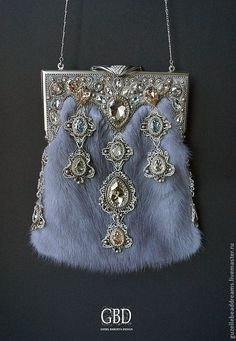 "Handbag theater ""Frost"" Luxury evening bags with fur mink and high quality Japanese clasps. Handbag Frosty patterns - one of the winners in the Swarovski Russia ""Epoch Empresses "" Beaded Clutch, Beaded Purses, Beaded Bags, Beaded Jewelry, Vintage Purses, Vintage Bags, Vintage Handbags, Frame Bag, Cute Bags"