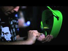 Mídia Alternativa - MTV: Green Picks Recycle Machine  Creative Ambient Advertising