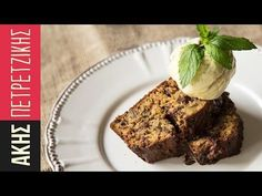 Banana bread by Greek chef Akis Petretzikis! This banana bread is rich, moist and absolutely scrumptious packed with loads of banana, chocolate and walnuts! Chocolate Banana Bread, Chocolate Hazelnut, Chocolate Spread, Banana Bread Recipes, Cake Recipes, Pie Cake, Greek Recipes, Sweet Bread, Coffee Cake