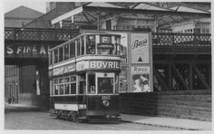 London Road, Nottingham London Road, Nottingham This 1930 postcard view of a tram on London Road, Nottingham shows the Gt Northern's High Level railway station in the background.