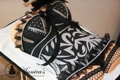 Corset cake by Annica's