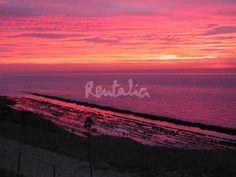 Atardecer desde la villa Costa Tarifa, situada en Tarifa, Cádiz.    http://es.rentalia.com/88161