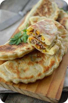 Crêpes Turques à la Viande Hachée Turkish Recipes, Asian Recipes, Ethnic Recipes, Soup Recipes, Cooking Recipes, Arabic Food, Wrap Sandwiches, Mediterranean Recipes, Diy Food