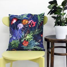 Are you interested in our Exotic Tropical Style Cushion? With our Floral Botanical Print Scatter Cushion Pillow you need look no further.