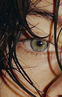 Image about one direction in Harry. by Martina Di Castri Discovered by Ana Paula ♡. Find images and videos about one direction, Harry Styles and styles on We Heart It - the app to get lost in what you love. Harry Styles Eyes, Harry Styles Pictures, Harry Edward Styles, Harry Styles Tattoos, Harry Styles Imagines, Larry Stylinson, Photo Wall Collage, Picture Wall, Fan Fiction