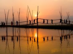 Bridge in Bangladesh - Ponte di bambù nel Bangladesh Bangladesh Travel, Dhaka Bangladesh, Mangrove Forest, National Geographic Photos, Lonely Planet, Nepal, Beautiful Places, Beautiful Scenery, Beautiful Sunset