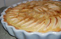 Æbletærte med marcipan (evt et drys kanel på toppen. Bunden forbages 5-6 minutter, se kommentarfeltet)