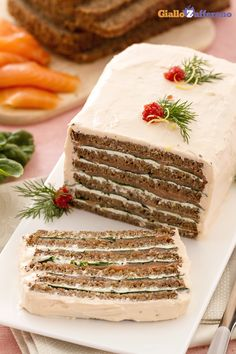 Un antipasto sfizioso e molto elegante: la torta di salmone sarà la protagonista Sandwich Torte, Appetizer Buffet, Xmas Dinner, Christmas Dishes, Brunch, Xmas Food, Food Menu, Food Design, Dessert Table
