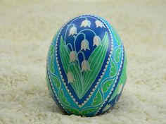 Lily of the Valley Paddle Pysanky Love Lily, Ukrainian Easter Eggs, Egg And I, Easter Traditions, Egg Art, Chicken Eggs, Egg Decorating, Lily Of The Valley, Easter Ideas