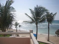 ** Beachfront 3 or 2 Bedroom, Kayaks, WiFi, Daily Maid Service, Pool**
