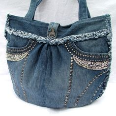 This pretty and unique denim patchwork shoulder bag is made from an upcycled denim skirt, lovingly pieced and patched together to creat a one of a kind, bang on trend accessory which can be used everyday, with any colour outfit. All the patches are tri. Diy Jeans, Denim And Lace, Blue Jean Purses, Diy Sac, How To Make Purses, Denim Purse, Denim Skirt, Denim Crafts, Denim Patchwork