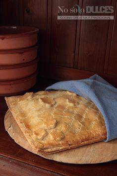 La clásica receta de empanada de dátiles y bacon, con queso roquefort y masa quebrada, que no defraudará a ningún comensal.